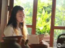学陶艺的女孩