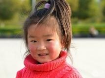 移民村的小女孩