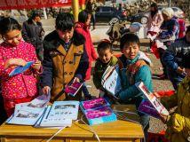 送给孩子们的礼物——内乡县文化科技医疗三下乡活动拍摄