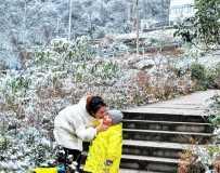 《雪山上母爱》(手机拍摄)