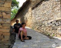 石头村的居民