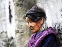 古村里的婆婆