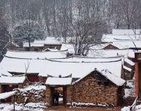 雪落石头村