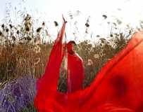 红飘带飘起来