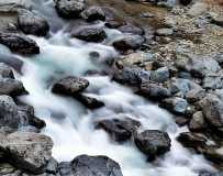 《山涧溪流秋意浓》