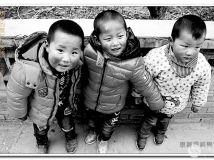 淘气的农村小孩