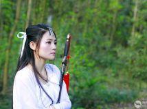 古装少女练古剑