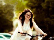 夏日的单车女孩