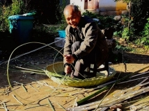 勤劳快乐的竹编老人