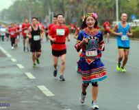 马拉松赛上的苗族选手