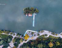 明  湖  小  景
