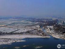 雪润原野远村隐