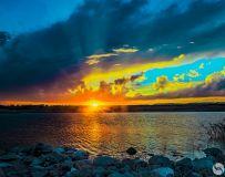 傍晚中的金龙湖