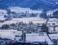 大雪罩山村