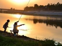 和爷爷一起钓鱼