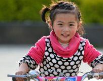 骑车的小女孩