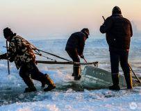 冰火两重天,松花江上采冰人