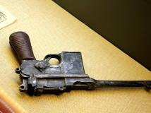 【13年第8期月赛】枪杆子里面出政权