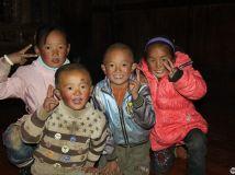 快乐的藏族儿童