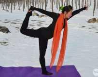 金韵部:雪地瑜伽  2