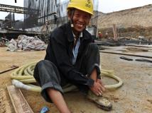 """【南水北调中线工程建设摄影大赛】《紧紧鞋带上""""战场""""》"""