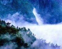 《云雾隐翠岭》
