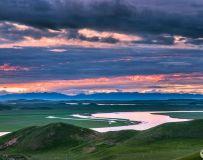 《草原夕阳西下时》
